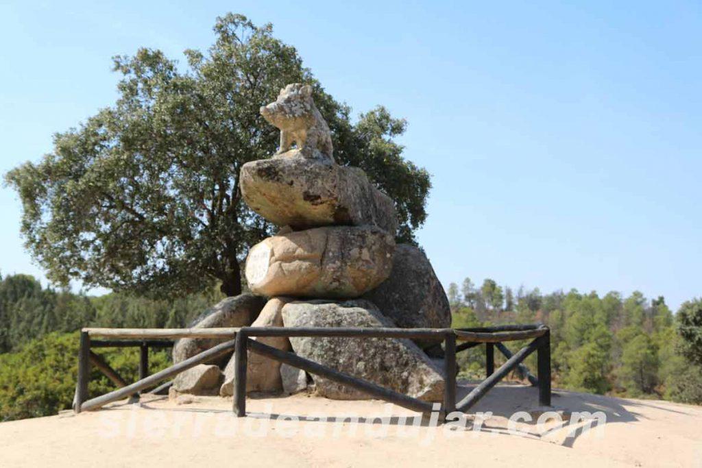 Monumento-al-Jabalí-el-Solitario-en-Sierra-de-Andújar