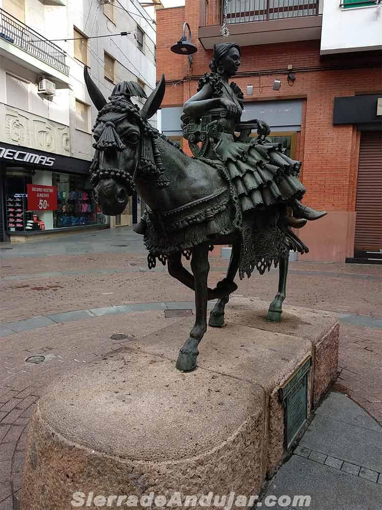 monumento-mujer-jamuga-andujar